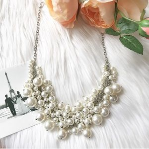 Fashion Pearls Statement Necklace